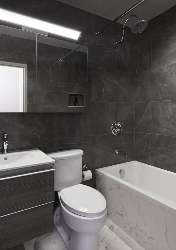 dupstairs_bathroom_015
